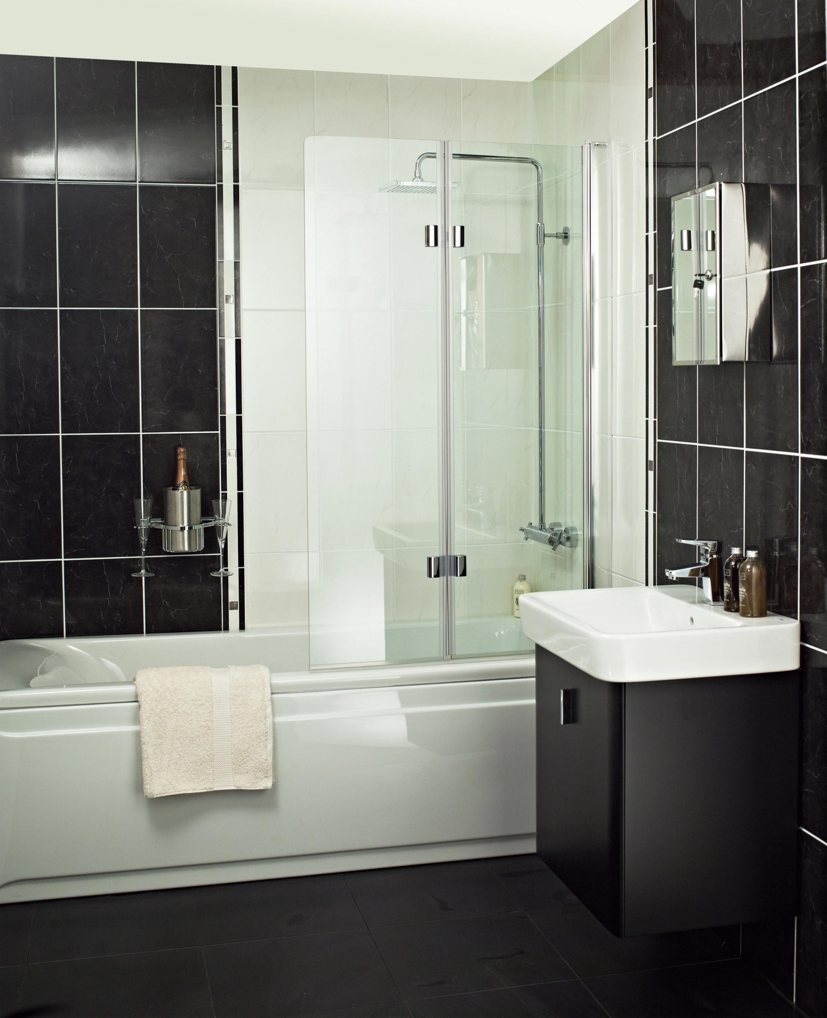 embrace-folding-extended-bathscreen-ebv.jpg