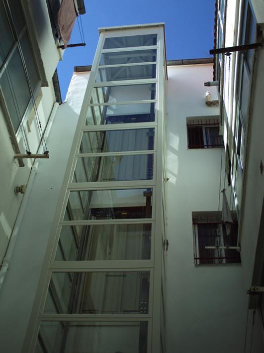 instalacion de ascensores en patio madrid construcciones eficientes