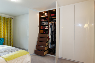 High Gloss Bespoke Fitted Wardrobes With Solid Wood Drawers